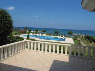 Classic style balcony, porch & terrace by Öykü İç Mimarlık Classic