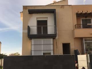 Creación de balcón y fabricación de cornisa :  de estilo  de Soluciones Vima