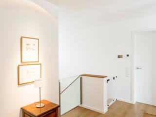 Couloir et hall d'entrée de style  par Ferreira | Verfürth Architekten,