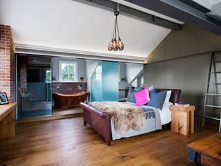 Contemporary Master Bedroom & Bathroom Suite in loft space 모던스타일 침실 by Paul Langston Interiors 모던