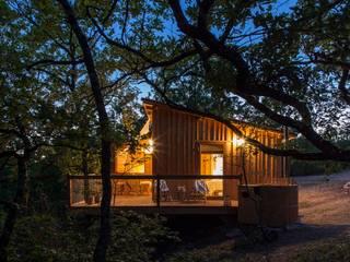 Cabane avec spa privatif: Hôtels de style  par CABANE & SPA Pella Roca