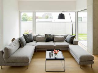 Salon de style  par Ferreira | Verfürth Architekten,