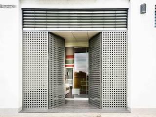 Casa Cochera b2v arquitectura Casas de estilo moderno
