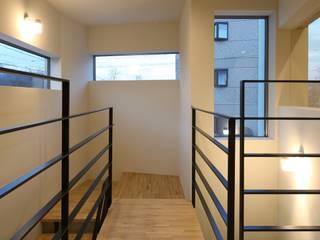 Yokobuki House 川島建築事務所 モダンスタイルの 玄関&廊下&階段