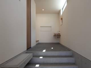 Toyoake House 川島建築事務所 モダンスタイルの 玄関&廊下&階段