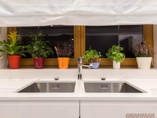 GRANMAR Borowa Góra - granit, marmur, konglomerat kwarcowy Cocinas de estilo minimalista Cuarzo Blanco