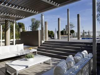 Modern Terrace by Isa de Luca Modern