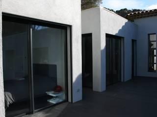le séjour : Maisons de style de style Moderne par Ab consultant