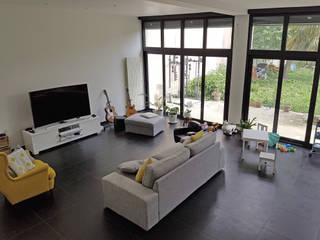 Daniel architectes Modern living room White