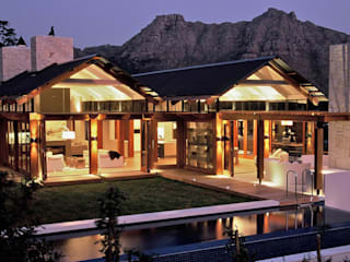 Hout Bay House :  Houses by M&M Designs