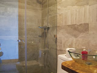 Casa R / Valdivia: Baños de estilo moderno por Smartlive Studio
