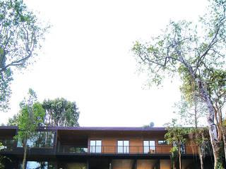 Casa R / Valdivia: Casas de estilo moderno por Smartlive Studio