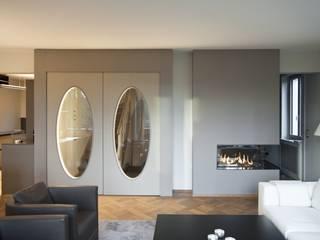 Sanierung nach Mass: klassische Wohnzimmer von Juho Nyberg Architektur GmbH