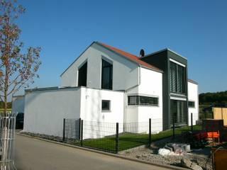 Einfamilienhaus mit Büro:  Häuser von Architekturbüro Gahn