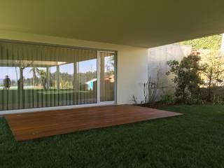 House in the Hill Varandas, marquises e terraços modernos por KUUK Moderno