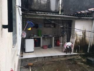 Garajes de estilo clásico de Reinaldo Pampolha Arquitetura Clásico