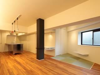 Salones de estilo moderno de artect design - アルテクト デザイン Moderno