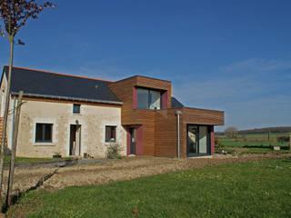 façade Sud - DESarchitecture: Salon de style de style Moderne par DESarchitecture