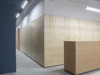 Industrial style offices & stores by UAIG | Ufficio Architettura Interni Grammauta Industrial