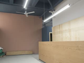 UAIG | Ufficio Architettura Interni Grammauta อาคารสำนักงาน ร้านค้า แผ่นไม้อัด Plywood