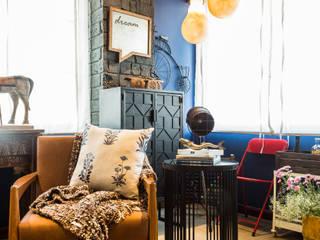 Phòng khách phong cách mộc mạc bởi Turiya Lifestyle LLP Mộc mạc Gỗ Wood effect