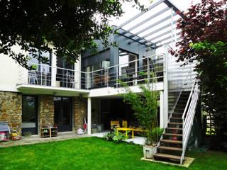 Maison à Antony: Maisons de style  par ATO ARCHITECTURE
