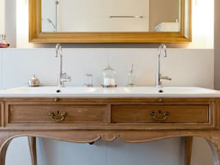 homify Classic style bathrooms Wood