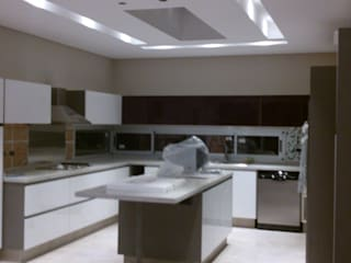 Modern kitchen by Grupo PZ Modern