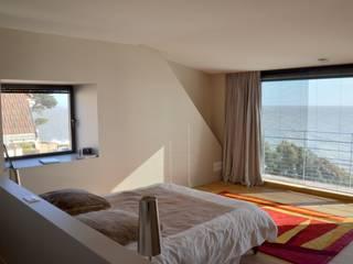 NAV Chambre moderne par Matthieu GUILLAUMET Architecte Moderne