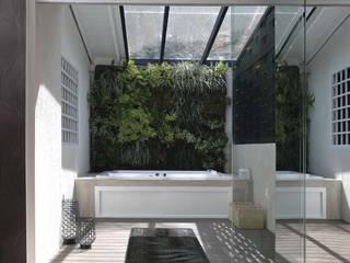 Modern Balkon, Veranda & Teras Arq Renny Molina Modern