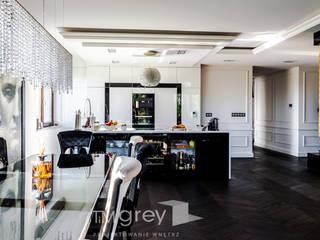 Glamur Apartment 110m after re arrangement. od TiM Grey Interior Design Klasyczny