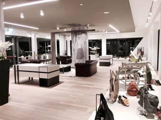 Luxury shoes: Negozi & Locali commerciali in stile  di ADquadro