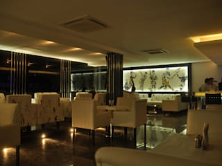 Bares y clubs de estilo moderno de Schaffen Amenities Private Limited Moderno