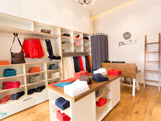 Pudu Retail store:  Shopping Centres by KRIYA LIVING