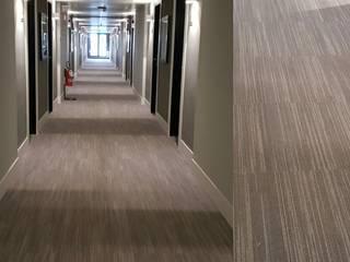 contract, concept di ospitalità zinesi design Ingresso, Corridoio & Scale in stile industriale Grigio