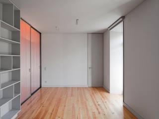 Apartamento 4nAjuda Salas de estar modernas por Atelier Base Moderno