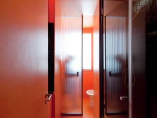 Apartamento 4nAjuda: Casas de banho  por Atelier Base