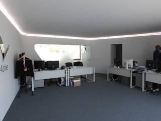 escritórios da Alliance4Drive: Escritórios  por Atelier Base
