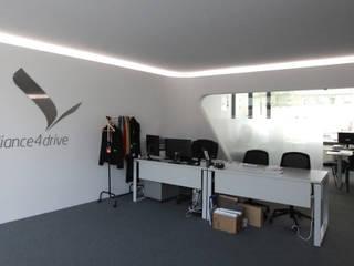 escritórios da Alliance4Drive por Atelier Base Moderno