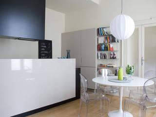 appartamento in città Sala da pranzo moderna di zerbini villani architetti Moderno