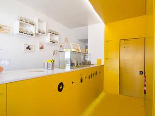 gelataria Youfrut: Espaços comerciais  por Atelier Base