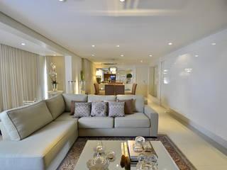 Salas / recibidores de estilo  por Tweedie+Pasquali, Clásico