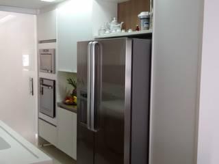 Alvaro Camiña Arquitetura e Urbanismo Modern kitchen