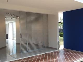 ARQUITECTONI-K Diseño + Construcción SAS Ruang Komersial Modern