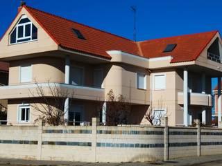VIVIENDA UNIFAMILIAR AISLADA Casas de estilo ecléctico de ESTUDIO DE ARQUITECTURA FEDERICO GALVAN Ecléctico