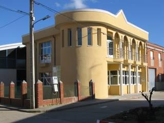 EDIFICIO PUBLICO 1 Hospitales de estilo ecléctico de ESTUDIO DE ARQUITECTURA FEDERICO GALVAN Ecléctico