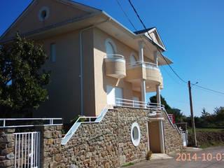 VIVIENDA UNIFAMILIAR 2 Casas de estilo ecléctico de ESTUDIO DE ARQUITECTURA FEDERICO GALVAN Ecléctico