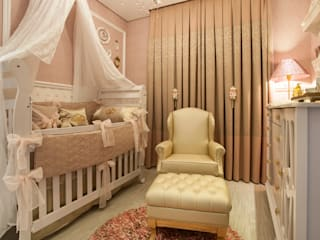 Nursery/kid's room by Ahph Arquitetura e Interiores, Classic