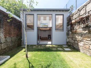 Jardines de estilo minimalista de a*l - alexandre loureiro arquitectos Minimalista