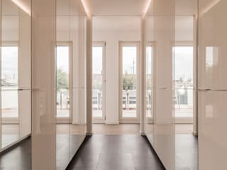 Modern Dressing Room by Egg and Dart Corporation GmbH & Co.KG | München Modern